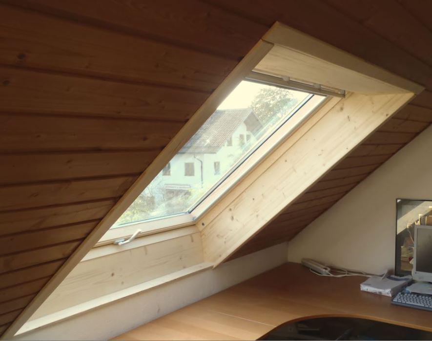 Dachfenster verkleiden  Auenrollo Dachfenster. Simple Das Rollo Wird Von Innen Am Befestigt ...